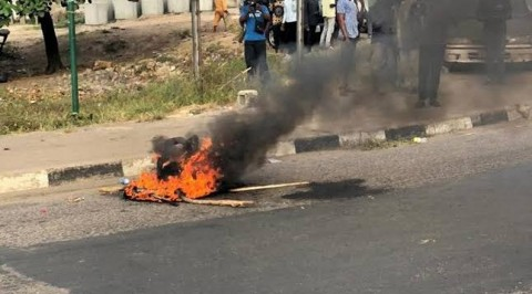 Mobs Set Two Persons Ablaze In Ibadan