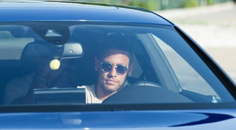 Neymar arrives at Barcelona's training ground