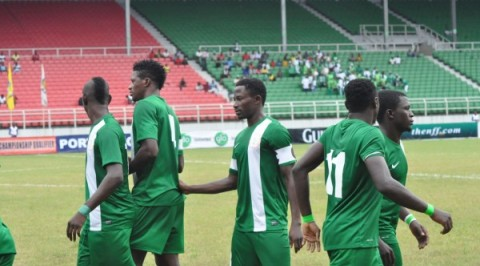 26 home Eagles begin training