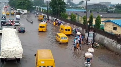 Lagosians Urge Government to Address Flooding, Blocked Drainages
