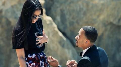 ManU player, Memphis proposes to girlfriend