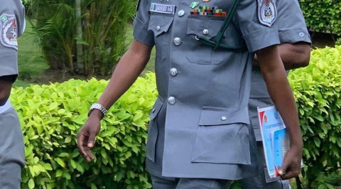 Customs arrests officer for faking his rank