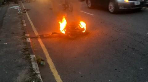 Suspected Armed Robbers set Ablaze in Ibadan
