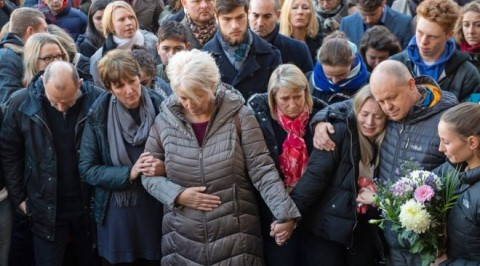 Families mourn London bridge attack victims at vigil