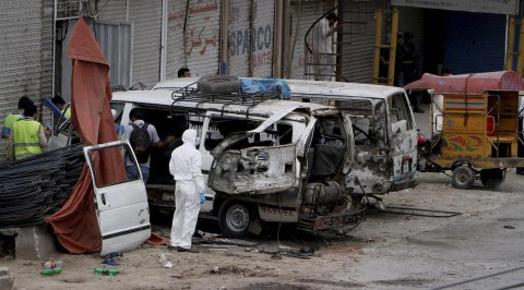Pakistan:Bomb blast hits census team