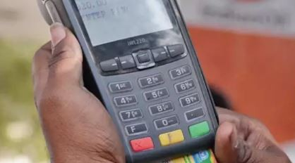 Nigerians react over CBN cashless policy