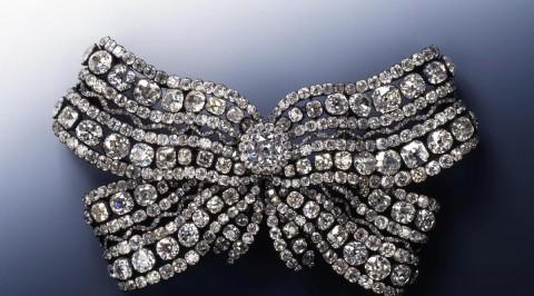 Thieves grab priceless jewels in German museum heist