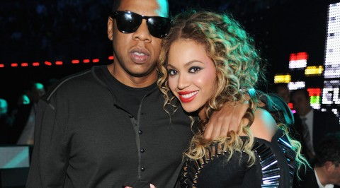 Jay Z and Beyonce rocks African tradition (PHOTOS)