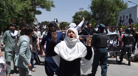 Blast hits Kabul near Shi'ite mosque