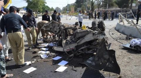 Suicide bomber kills 3 southwestern Pakistan
