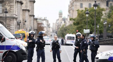 Four police officers killed in Paris knife attack