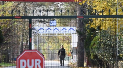 American I.S suspect 'stranded on Turkey border'