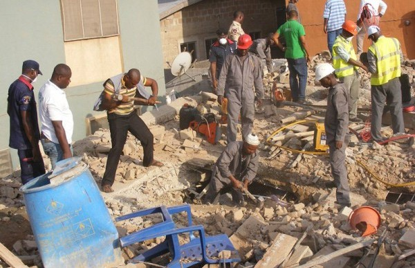 Three injured in collapse building