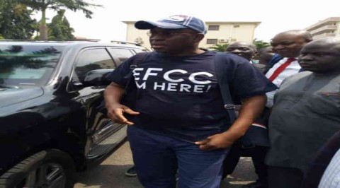 Fayose arrives EFCC office with 'EFCC I'm Here' T-Shirt