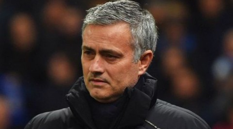 "Mourinho blasts ""scared"" Man United players"