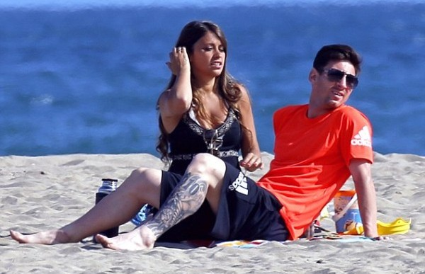 Messi set to wed girlfriend