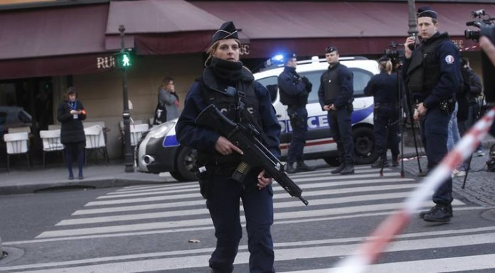 Armed-man attacks soldier in Paris