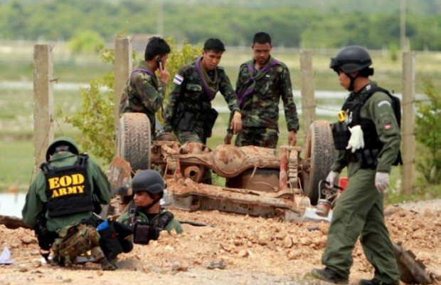 Roadside bombs kill 1 injures 20 in Thailand