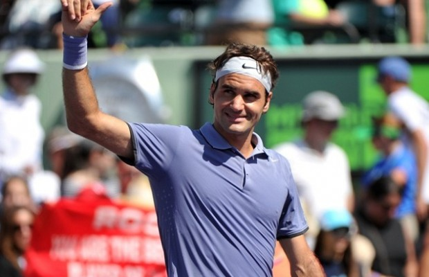 Federer begins title defence