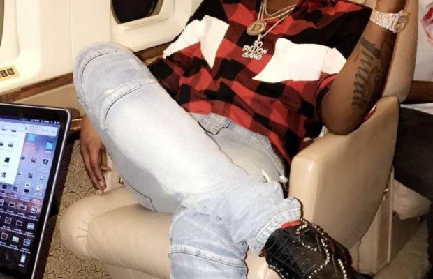 Davido flaunts his expensive shoes
