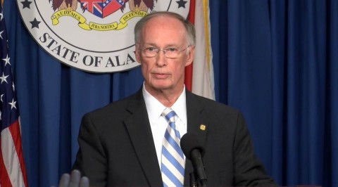 Alabama governor resigns over scandal