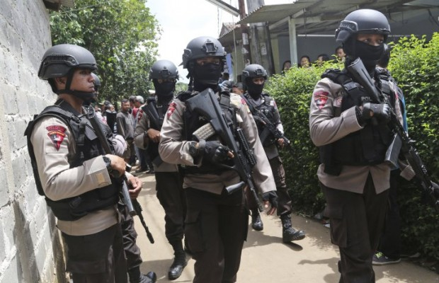 Indonesian police kill two suspected 'terrorists'