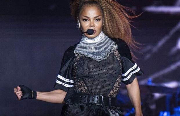 Fans accuse Janet Jackson of lip-syncing at concert