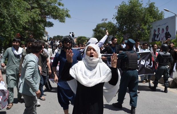 Blast hits Kabul near Shi'ite mosque