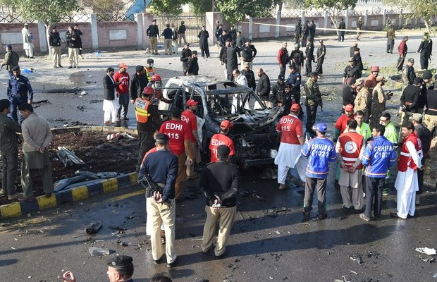 Pakistani police officer killed in suicide attack