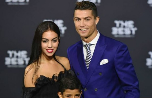 Ronaldo shares rare photo with girlfriend