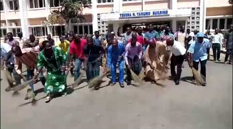 UI Leadership Crisis: Drama as SSANU, NASU members sweep Prof. Idowu Olayinka out of office.